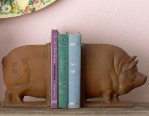 pig book end